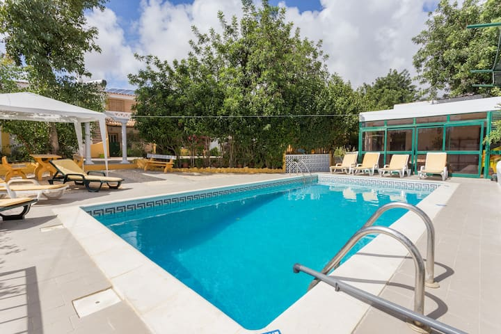 TRADITIONAL PORTUGUESE V8/HEATED POOL - Up to 22 - Almancil - Huis