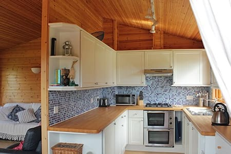 Peaceful Timber Lodge in Pembrokeshire - Narberth - Chatka