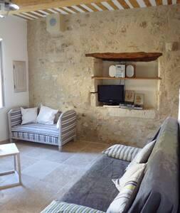 Jolie petite maison de village - Mondragon - Casa