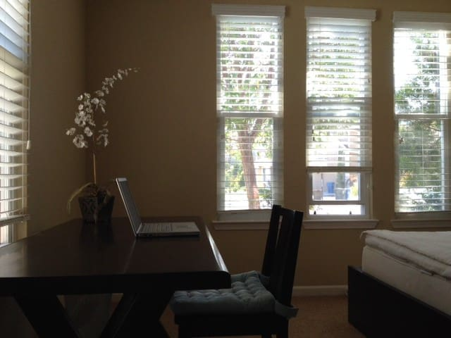 Peaceful Room in Spacious Home - Benicia - House