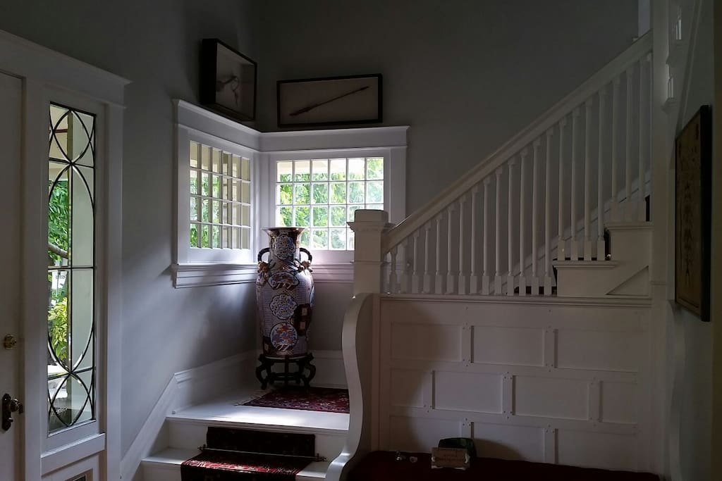 Front Entry stairway to 2nd floor