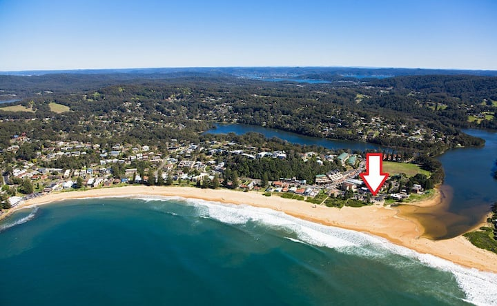"""SANDY CORNER"" Beach / Lake Front Cottage"