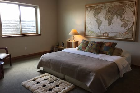 WELCOME TO COMFORT! TEMPUR-PEDIC BED/PRIVATE BATH! - Fort Collins - Haus