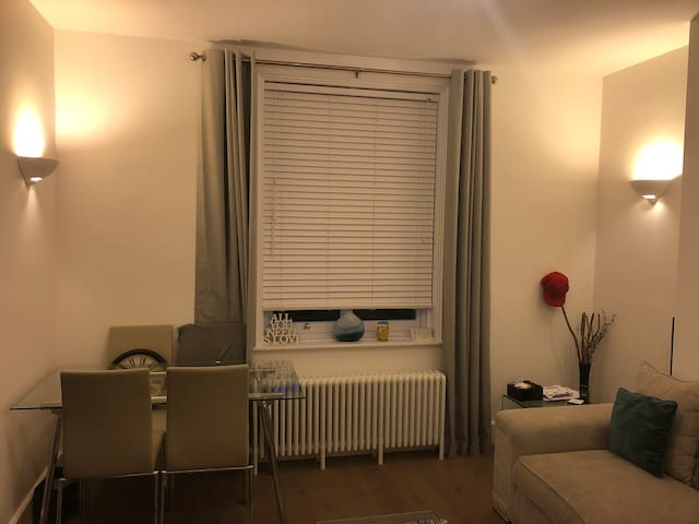 London Apart Unit, 24hr Concierge & Private Gate
