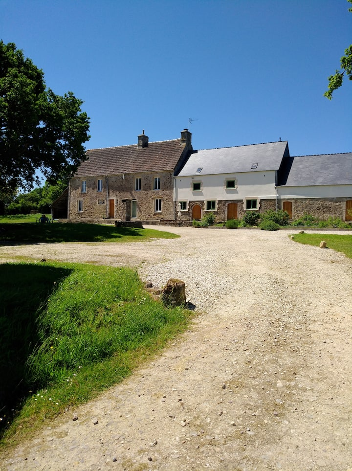 Beautiful Normandy Farmhouse (Blue & red) (for4)