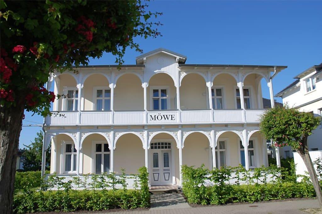 Die Hausansicht des Haus Möwe im Ostseebad Sellin auf Rügen.