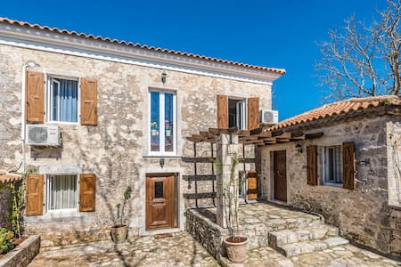 Villa Callisto (with Private Pool) - Gyri
