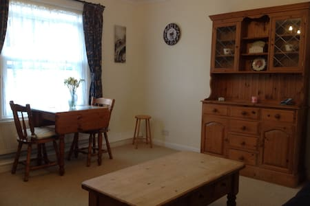 Bright, quiet apartment near to the beach - Worthing - Pis