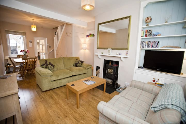 Comfy home, great location #citycentre #racecourse