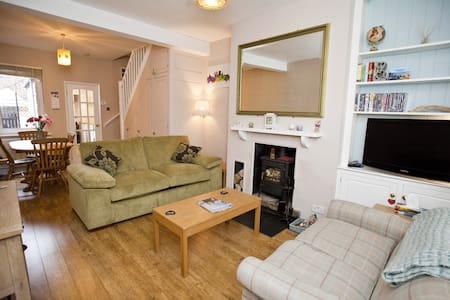 Comfortable, cosy home close to City centre - York - Ev