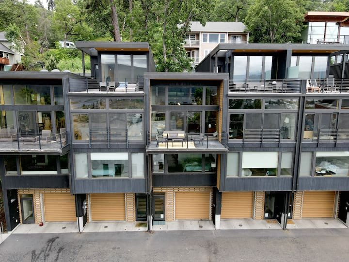 Downtown Hood River View Townhouse- Dog Friendly