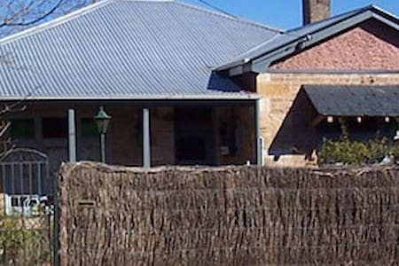 Southern Highlands Stone Cottage - Mittagong - Casa