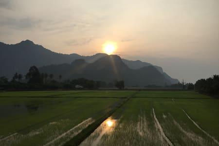Baan Chai Khao Village *Lek Farm Stay*