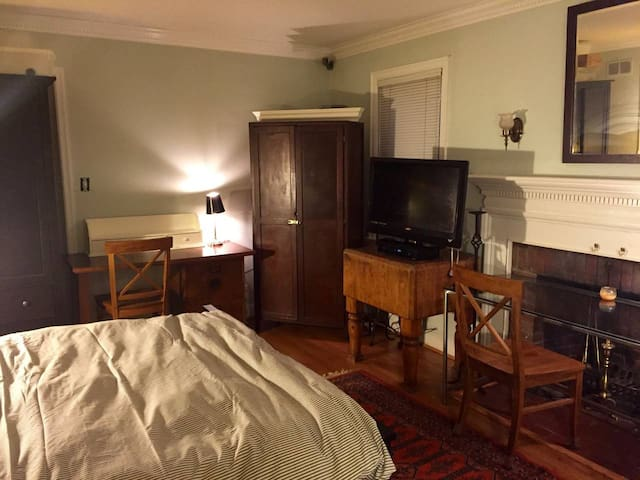 PRIVATE ROOM IN HOUSE Ballston, Closeby DC&Metro