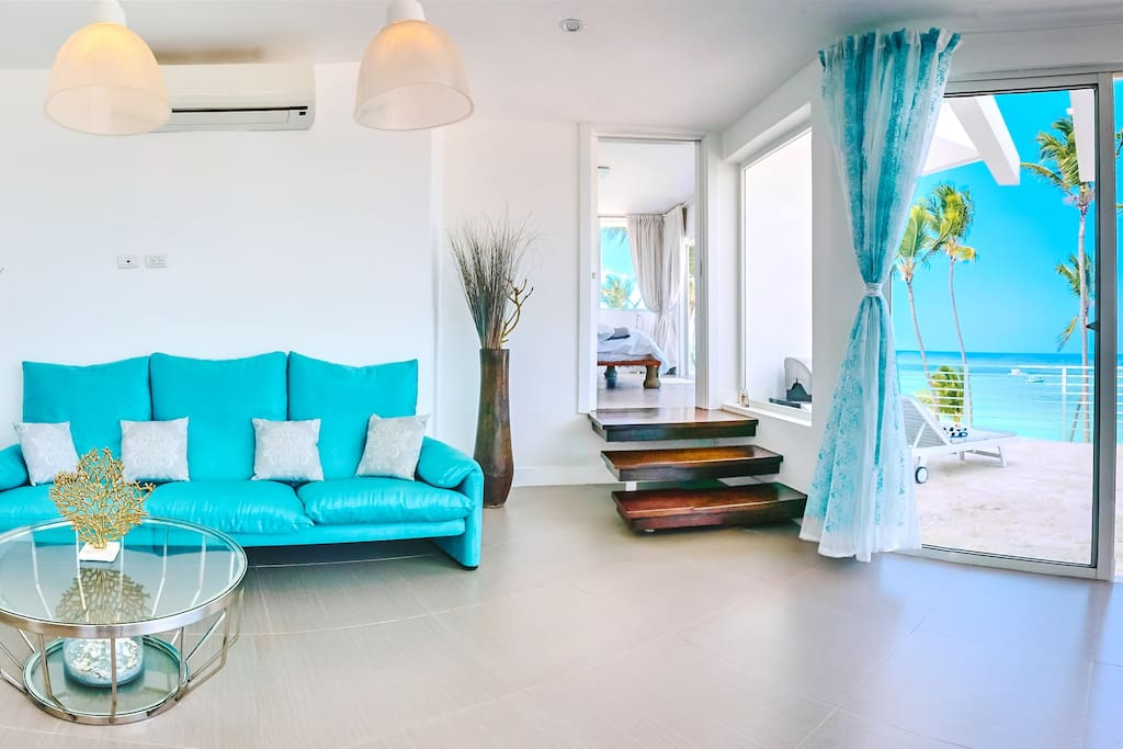 All you need is to enjoy the beauty of this Caribbean spot: this spacious living room opens you a unique opportunity to live right on the beach!