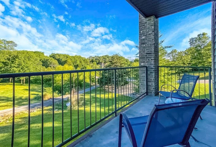 Outdoor Pools | Walk-in/No steps | Tennis courts | Golf | Silver Dollar City (012115)