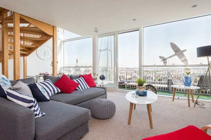 Serene Dockside Penthouse | Excel | @WildRoses - London