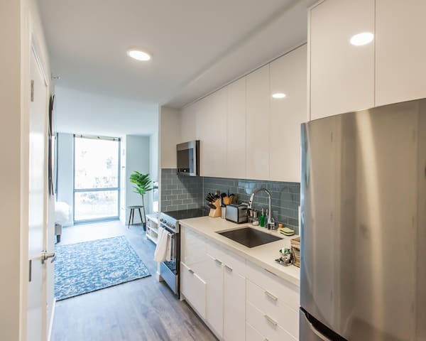 Kasa | Washington DC | Exquisite Studio Foggy Bottom Apartment | 30+ Day Rental ONLY