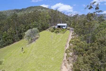 Self contained Cottage surrounded by native bush - Kobble Creek - เกสต์เฮาส์