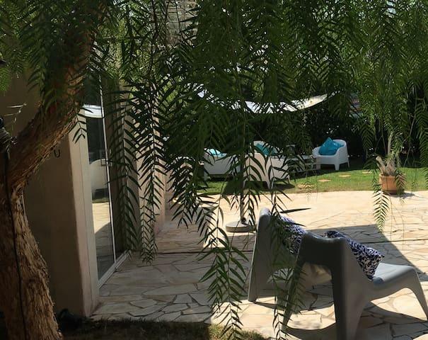 Villa de charme, spacieuse, proche de Nîmes