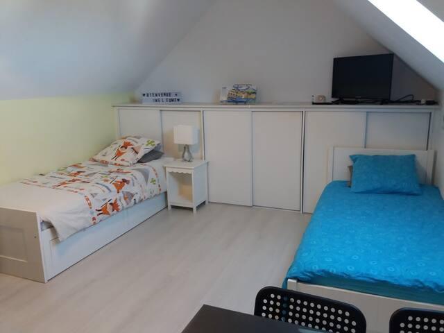 Chambre n°2 : 2 lits simples...  convertibles en un lit double et un lit + un lit tiroir