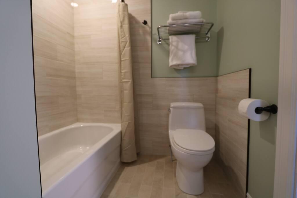 Bathroom / Salle de bain.