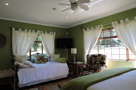 #1 ON TRIPADVISOR TRACEY'S B&B - SYCAMORE ROOM - Hilton