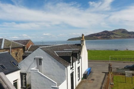 Tigh an Iar, Cosy flat in centre of Lamlash