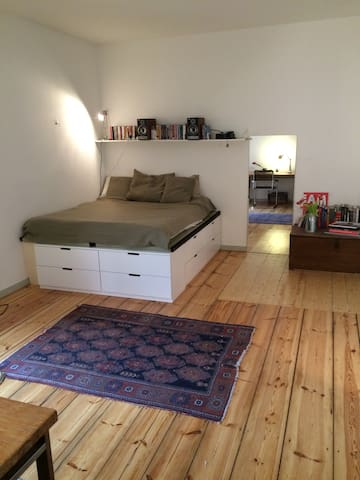Cozy Studio in heart of Prenzlauerberg - Berlín - Apartamento