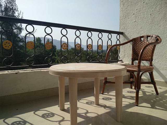 Upper Lonavala, 2BHK, 1st Flr, Common Pool & Lawn - Karla - Appartement