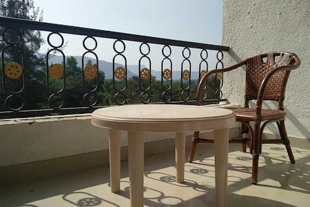 Upper Lonavala, 2BHK, 1st Flr, Common Pool & Lawn - Apartmen