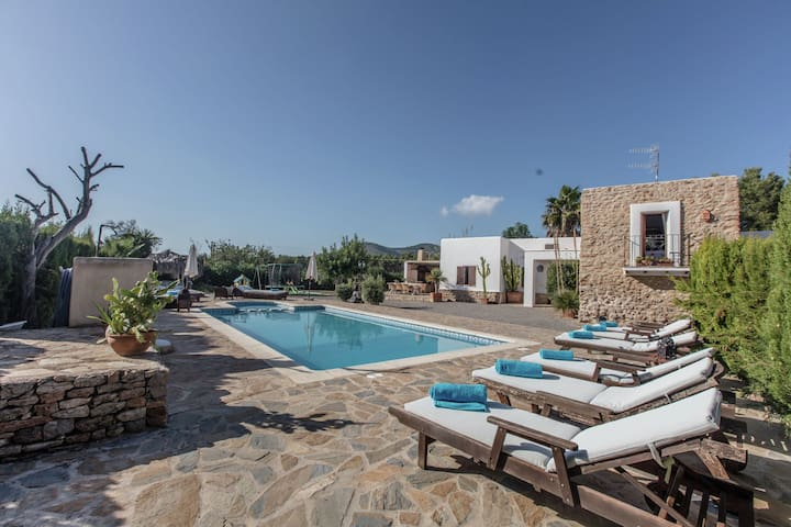 Authentic stylish finca in the middle of nature, near San Carlos and the hippie market