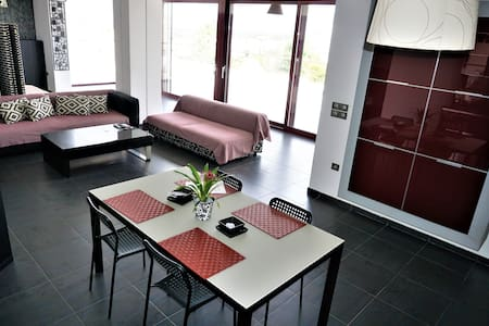 Luxury view apartment 10min from Athens airport