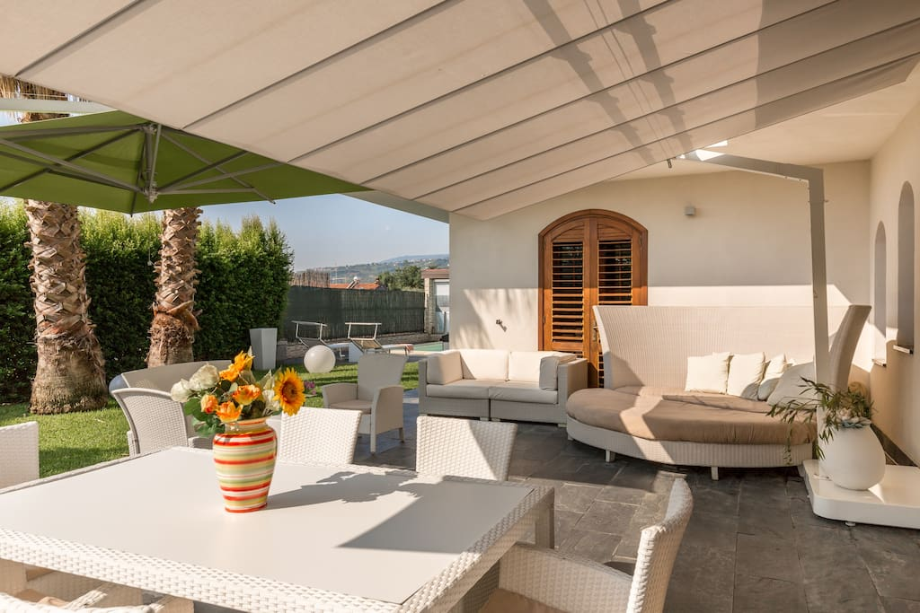 Well-equipped paved terrace in the garden - Villa Agata - SUNTRIPSICILY COM