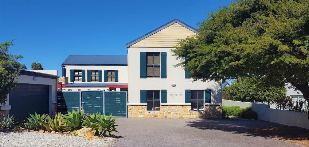 Entertainers Splendor on Hermanus Golf Estate