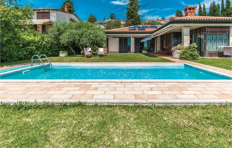 Holiday cottage with 3 bedrooms on 189m² in Portoroz
