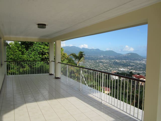 Red Hills House, with Breathtaking Views - Kingston - Rumah
