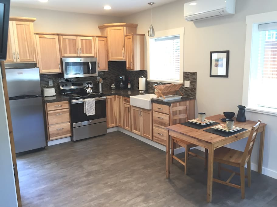 Full Kitchen ~ stainless appliances, granite counters.