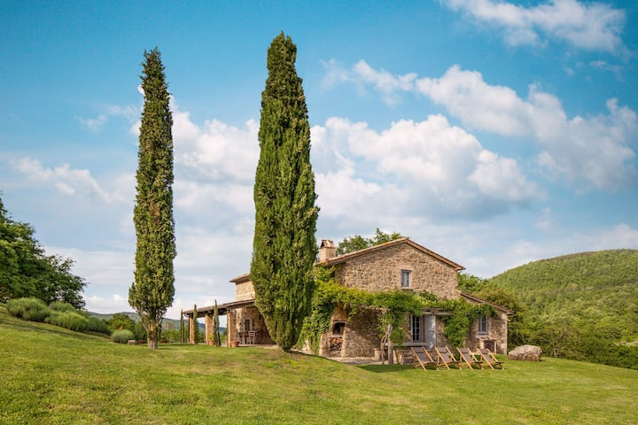 Luxury Tuscan countryside villa with pool/WiFi/AC