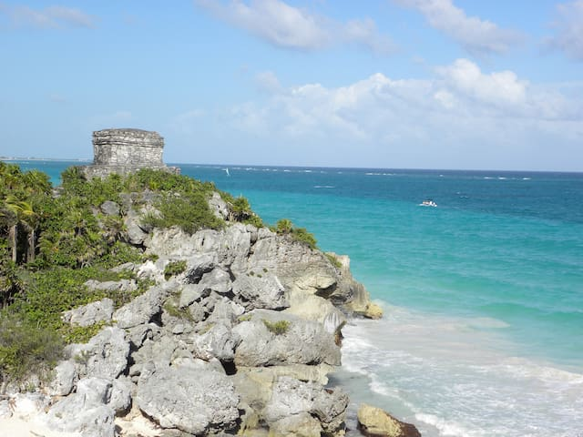 Tulum archaeologycal zone on the beach 1hr from my apartment