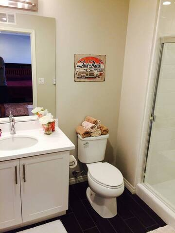 Full bathroom exclusive for this private suite