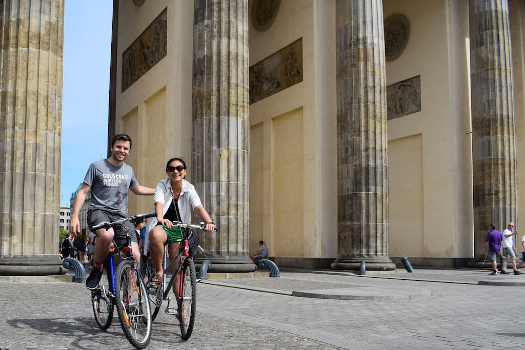 Stop at Brandenburg Gate: Penny, her husband (airbnb-guests from US)  and 2 of my bikes