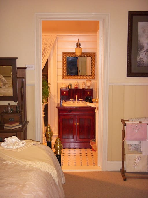 Entry to ensuite from bedroom