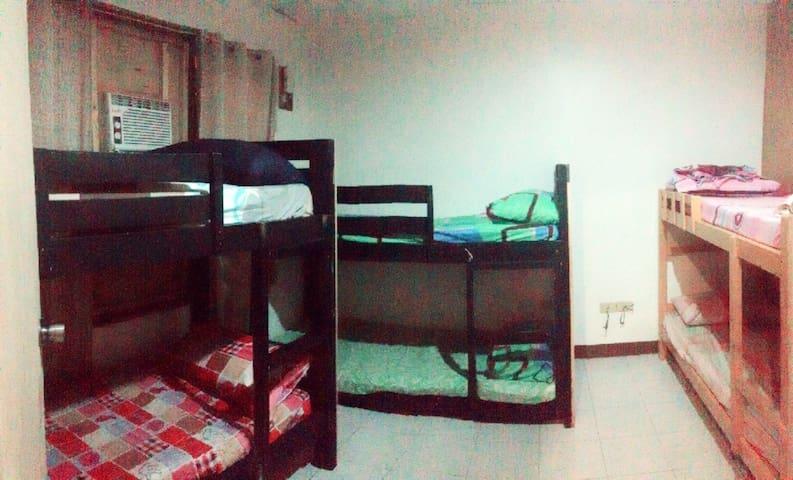 6 Beds Barkada Room, Shared Bath - Cebu City - House