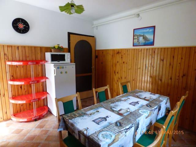Fábián-Apartman  6 fős - Szántód - บ้าน