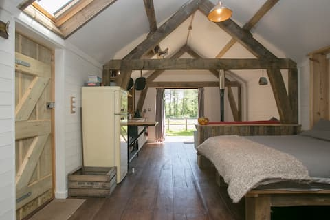 Sky cabin, 3 night minimum, newly re listed