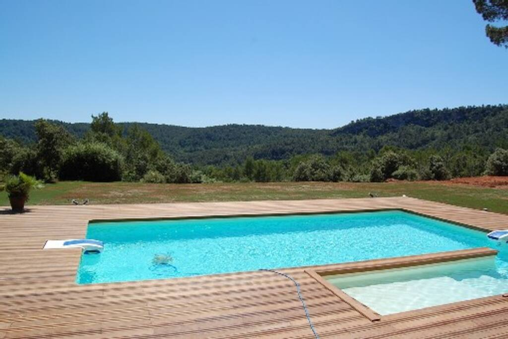 Design villa large pool great view villas for rent in for Pool design france