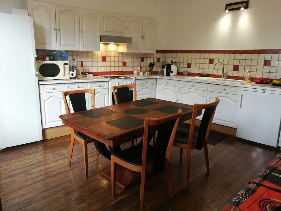 La cuisine et sa salle à manger jusqu'à 6 personnes