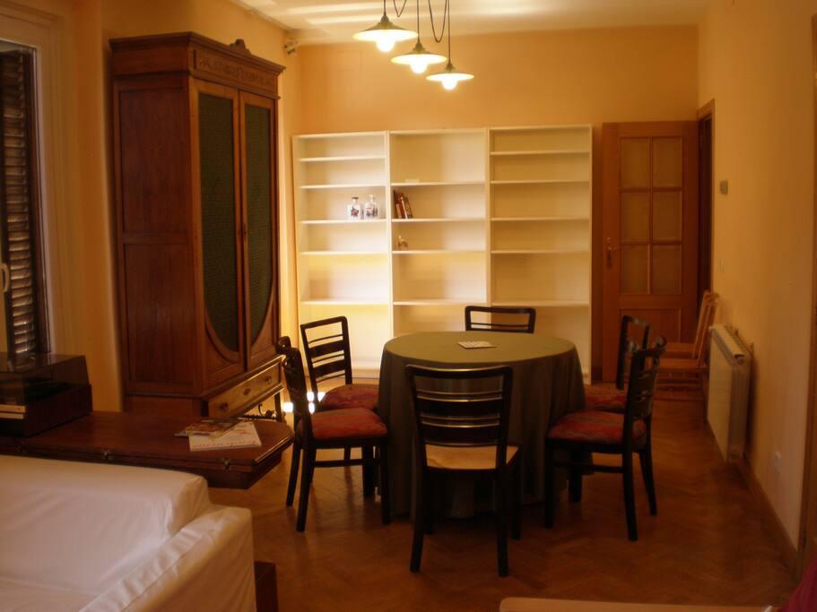 Lugar acojedor, amplio y espacioso. Un lugar ideal para conversar.