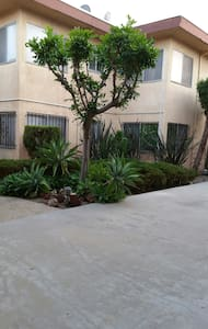 Shared Space Near LAX, The Forum, and Beaches - Inglewood - Flat